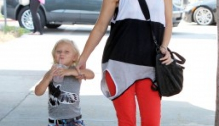 Gwen Stefani's Shirt: Flippable Fashion