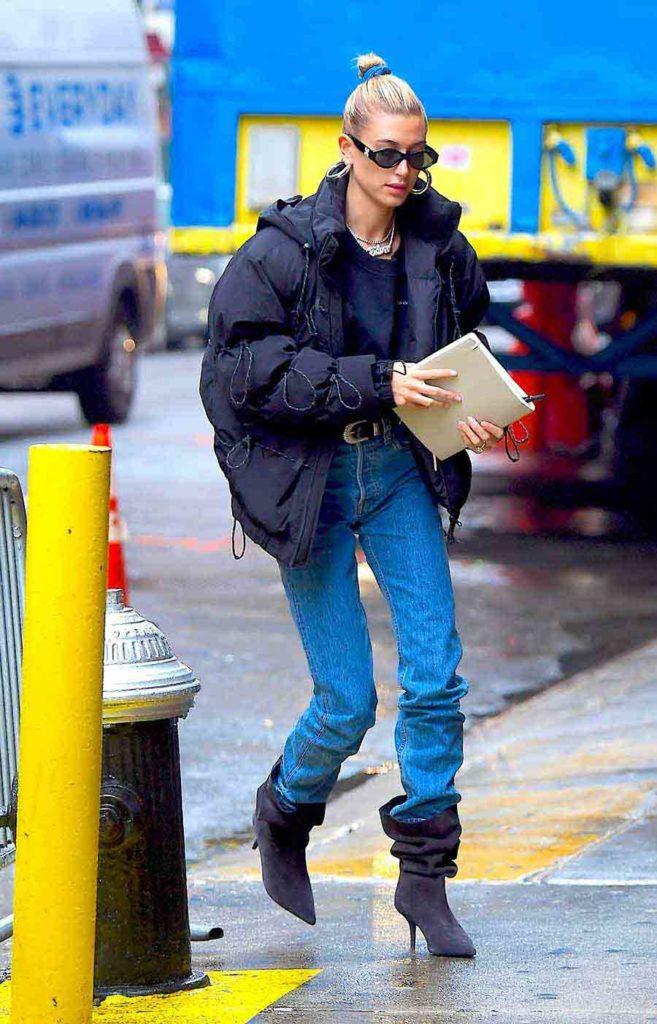 Hailey Baldwin Bieber wearing puffer jacket, Puffer coat