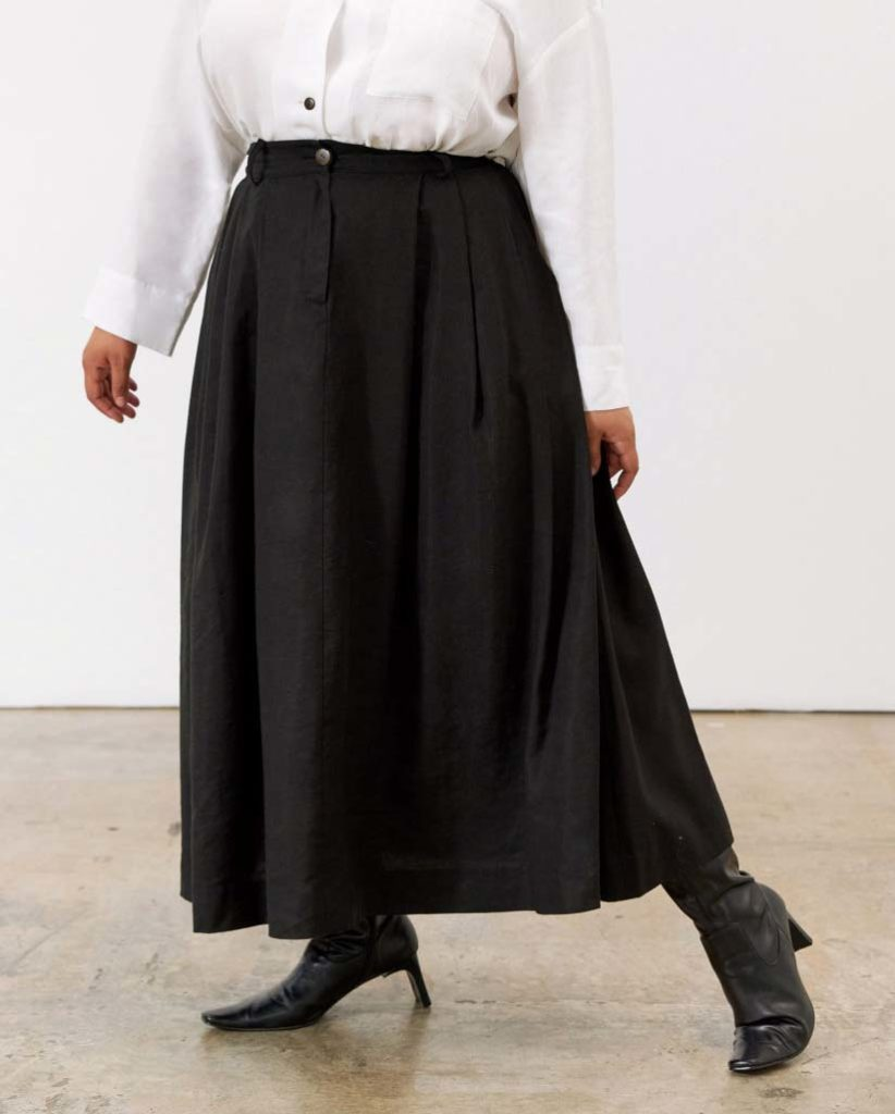 black skirt white top, mara hoffman, skirt outfit, plus size, tulay